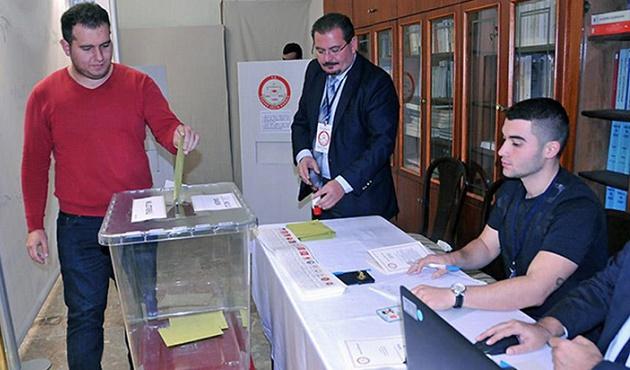 Yurt dışındaki seçmenler oylarını kullanıyor