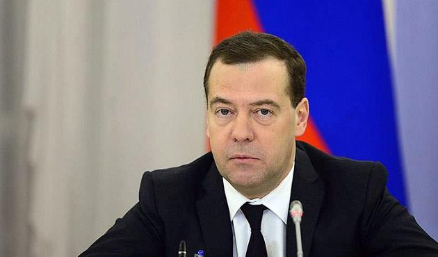 Medvedev: ABD Rusya'ya yönelik tam kapsamlı bir ticaret savaşı başlattı