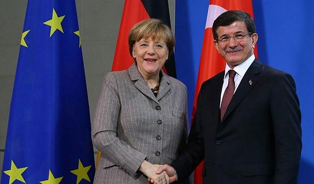 Davutoğlu, Merkel ve Loong ile görüştü