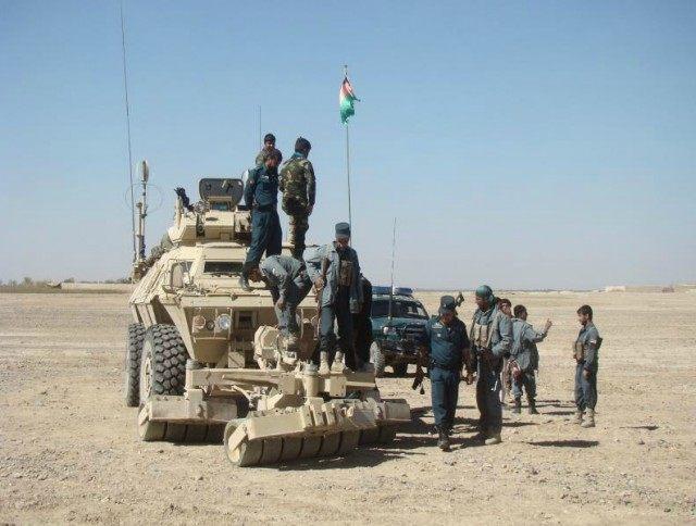 Afgan ordusu Taliban'a geçişleri sorguluyor
