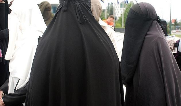 İsviçre'de burka yasağına yeşil ışık