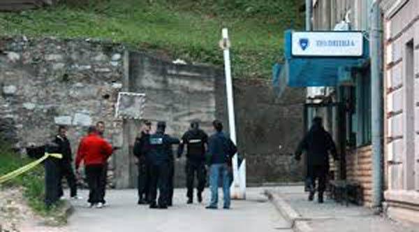 Bosna Hersek'te polis karakoluna saldırı