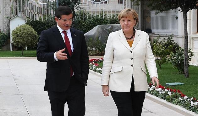 Başbakan Davutoğlu Merkel ile görüştü