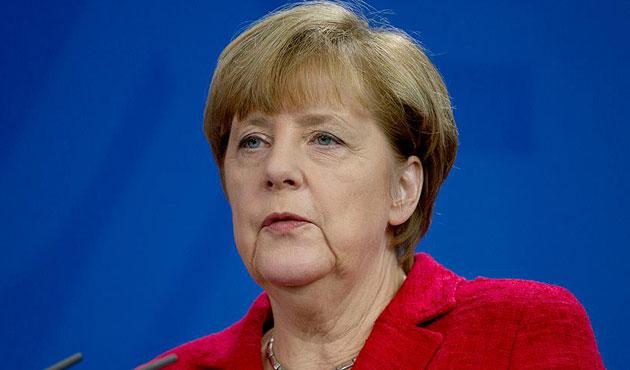 Merkel: Türkiye'nin yükünü azaltmalıyız