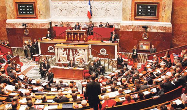 Fransa soykırım yasasını yeniden gündeme alıyor