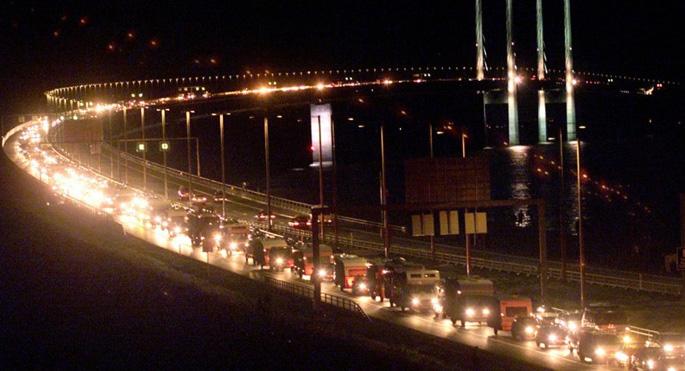 İsveç Danimarka ile arasındaki köprüyü kapatıyor