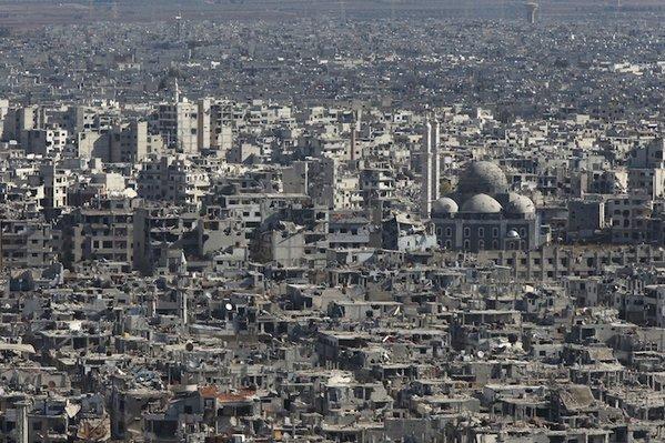 Humus'a hava saldırısı: 13 ölü