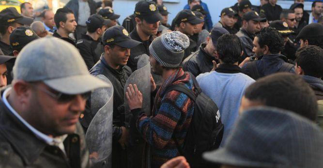Tunus'ta memurlar grevde