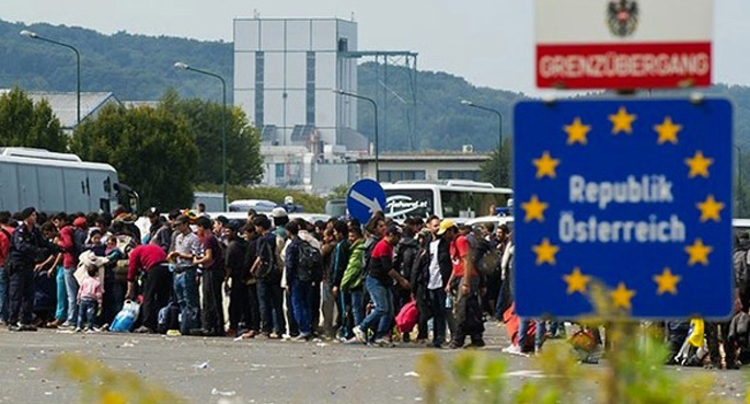 Binlerce mülteci Balkan sınırlarında mahsur