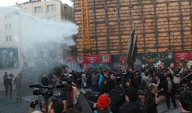 İstanbul'daki gösterilerde 25 gözaltı