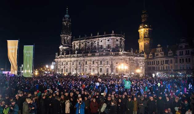 Alman popülist partiye istihbarat takibi talebi