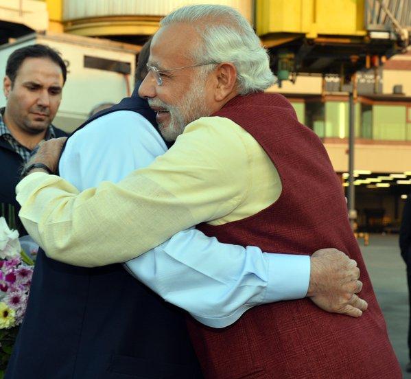 Modi, Navaz Şerif'in doğum günü için Pakistan'da!