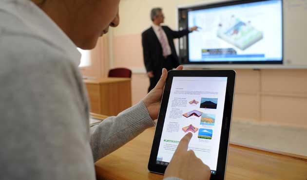 Öğrenciler ücretsiz dağıtılan tabletleri satışa çıkardı