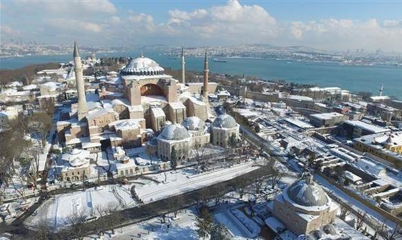 İstanbul'da kar kalınlığı 50 santimi gördü