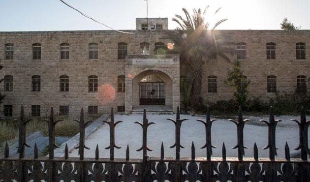 Yahudi işadamı kiliseyi işgalcilere veriyor