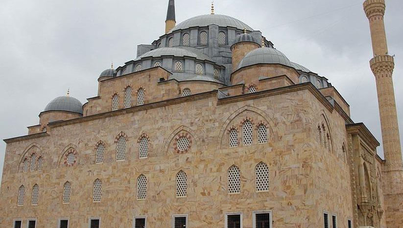 Yığma taş cami 29 yılda tamamlandı