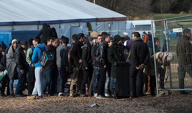Slovenya mültecilerden vize talep edecek