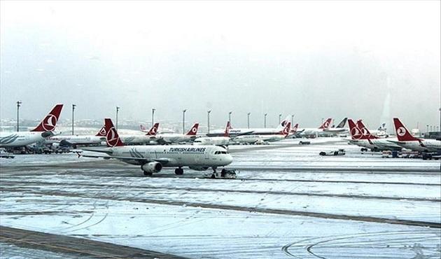 Iğdır ve Erzincan'da hava ulaşımına kar engeli