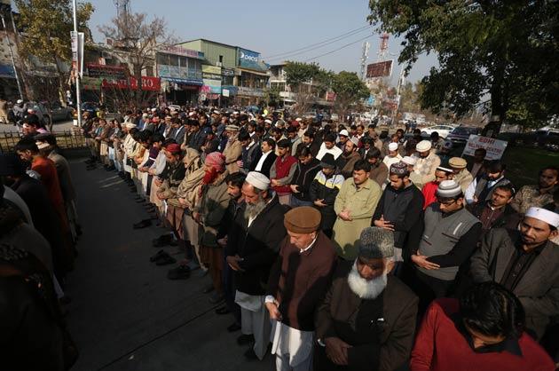 Pakistan saldırısında ölenlere gıyabi namaz