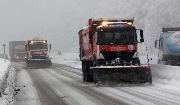 Bolu Dağı'nda kar ulaşımı yavaşlatıyor