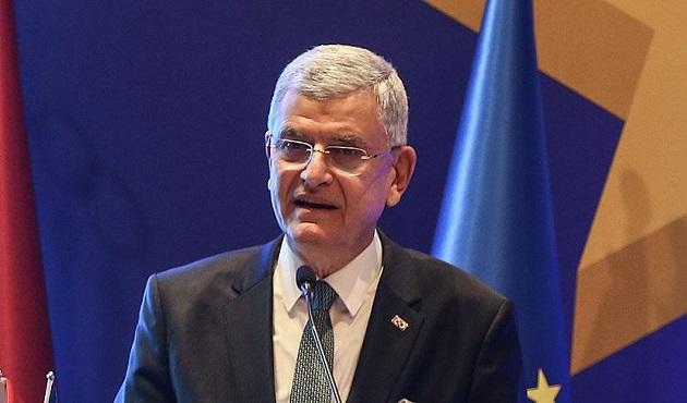 AB Bakanı 'vizesiz Avrupa' için tarih verdi