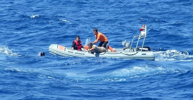 Ege'de iki botta 71 göçmen yakalandı