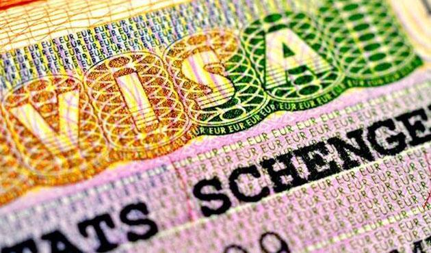 AB'den Yunanistan'a Schengen uyarısı