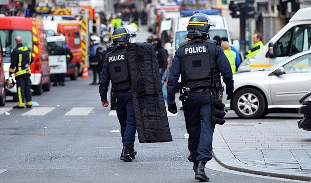 Paris'te beş okula saldırı tahliyesi