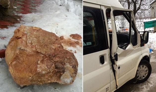 Kaya parçası minibüsün camından girdi: 1 ölü, 1 yaralı