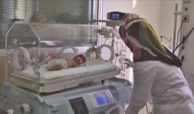 13 günlük bebek bağırsak ameliyatı oldu