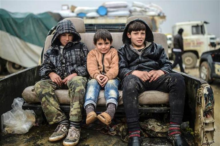 Rusya ve Esad'dan kaçan 55 bin Türkiye yolunda