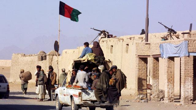 Afgan askerler Helmand'ı bölge bölge boşaltıyor