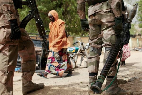 Kamerun'da Boko Haram köyü ateşe verdi