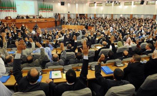 Cezayir'de yeni anayasa; Berberice ikinci resmi dil