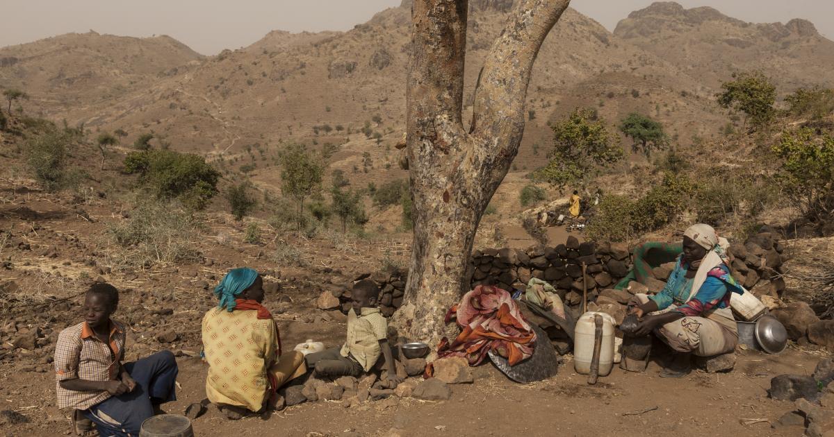 Darfur'da on binlerce sivil evlerini terk ediyor