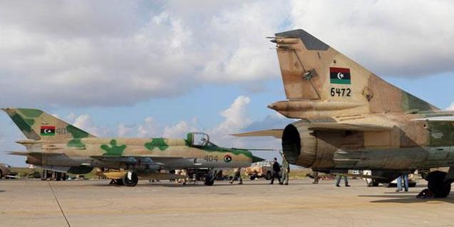 Libya'da hükümete ait savaş uçağı düşürüldü