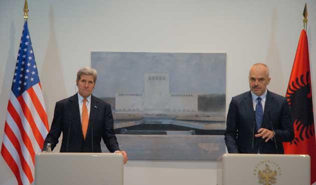 Kerry'den Arnavutluk'a IŞİD tebriği