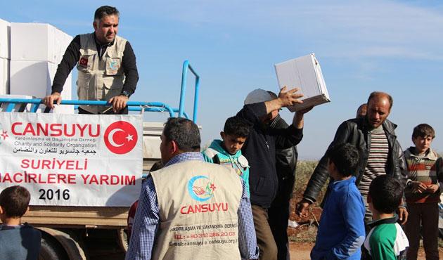 Cansuyu ateş altındaki Azez'de yardım dağıttı