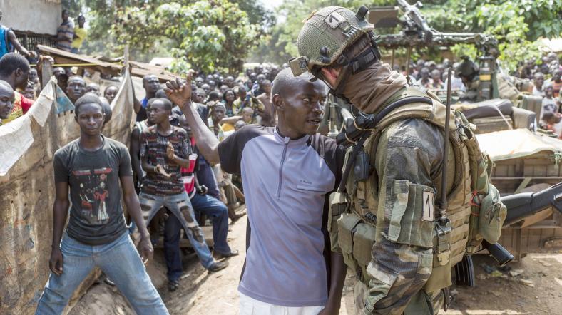 Fransa Başbakanı Afrika'da terör gezisinde