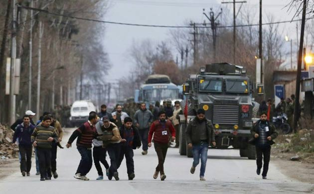 Keşmir'de çatışma: 2 polis öldü