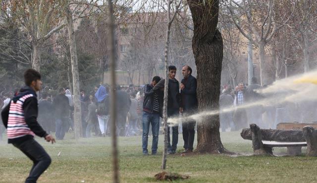 Sur'da yürüyüşe polis müdahalesi, çok sayıda gözaltı