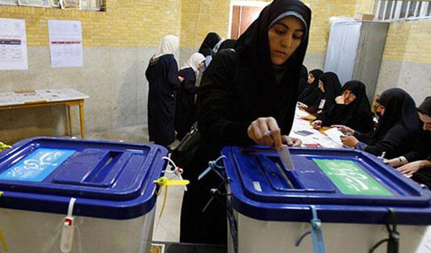 Tahran'da reformcular, taşrada muhafazakarlar önde