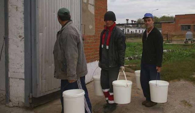 Kazakistan göçmen işçilerin gelirinin peşinde