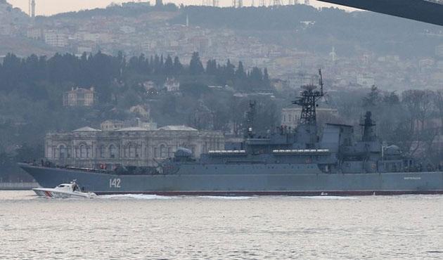 Rus savaş gemisine Boğaz'da yakın takip