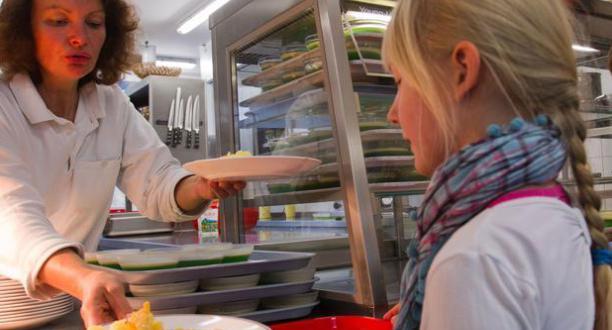 Almanya kantinlerdeki domuz etini tartışıyor