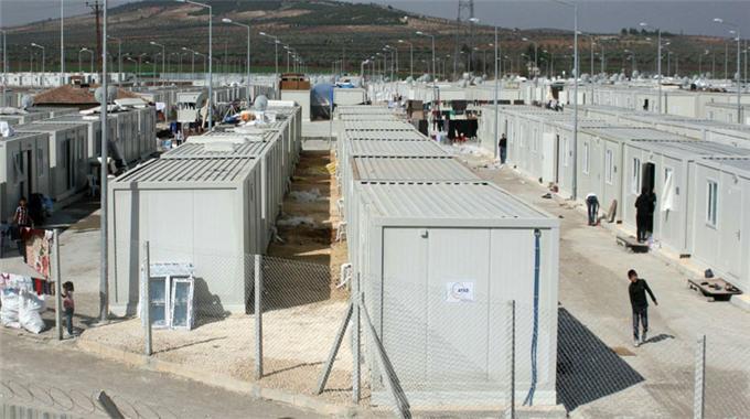 Fransa yeni mülteci kampı kurdu