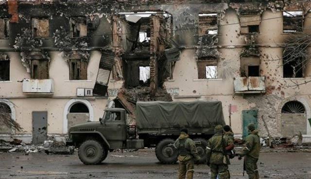 Ukrayna yine geriliyor; sekiz asker öldürüldü