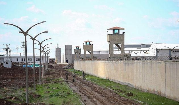 Diyarbakır'da cezaevinden firarla ilgili 11 kişi adliyede