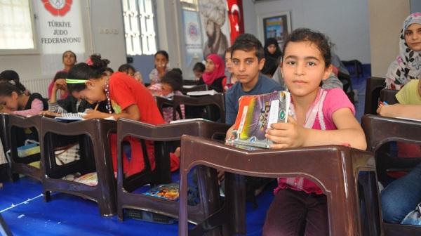 310 bin Suriyeli çocuk Türk okullarında kayıtlı