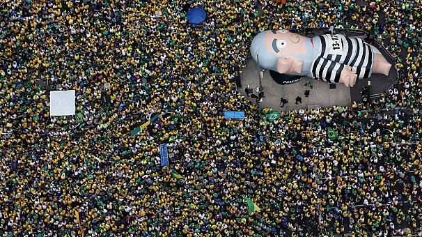 Brezilya'da yargı darbesine tepkiler büyüyor